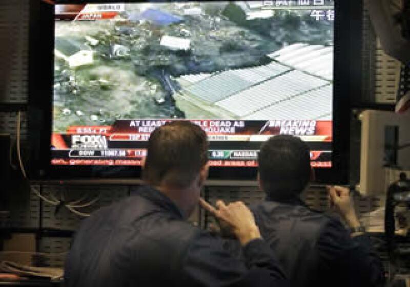 Wall Street ha logrado sortear los primeros efectos negativos tras el sismo en Japón. (Foto: AP)