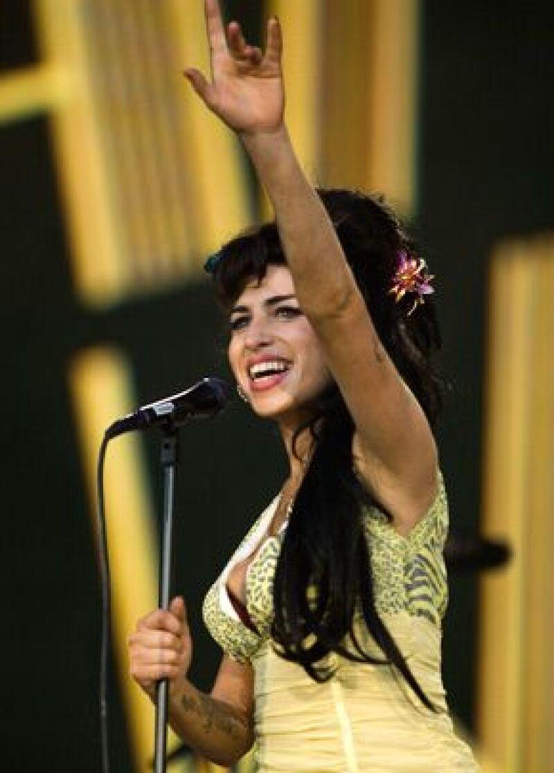 La cantante de 25 años está acusada de atacar a un admirador que intentó tomarle una foto en un baile de caridad en Londres el 26 de septiembre.
