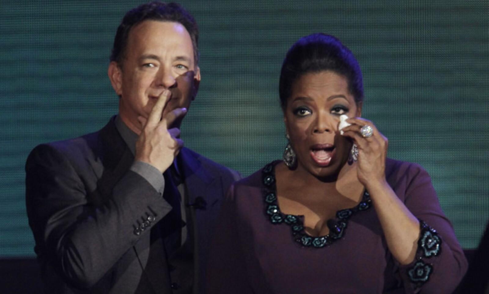 Oprah Winfrey hizo la última temporada de su popular show de televisión; en el programa de despedida, transmitido el 25 de mayo, reunió a personalidades del mundo de la farándula.