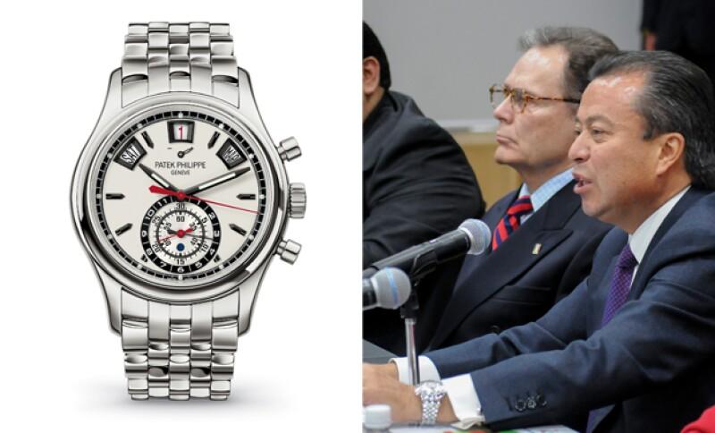 El dirigente nacional del PRI lleva a sus actividades cotidianas sus lujosos relojes.
