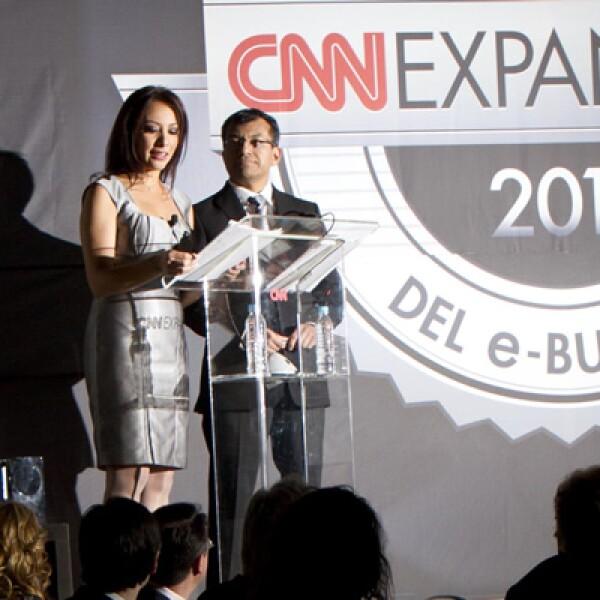 Gabriela Frías, conductora de CNN en Español, y José Manuel Martínez, fueron los presentadores del evento.