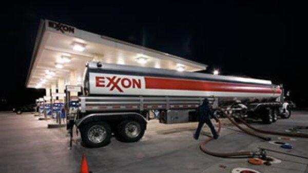 Exxon Mobil invirtió 32,200 mdd en proyectos de energía en todo el mundo en 2010. (Foto: AP)