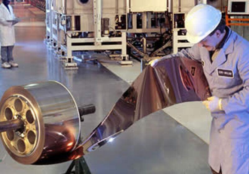 México tiene que lograr mejores condiciones para su desarrollo industrial. (Archivo)