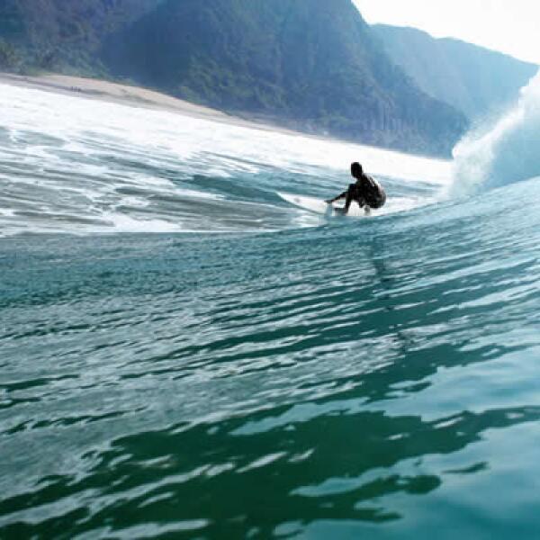 Además del polo, en Careyes el surfing es otro de los deportes más practicados.