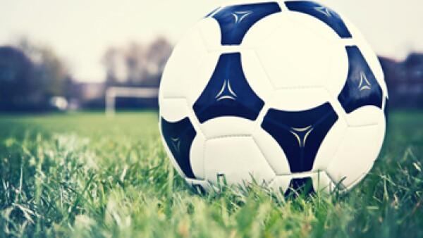 La FIFA incrementó sus reservas a 1,370 millones de dólares en 2012. (Foto: Getty Images)