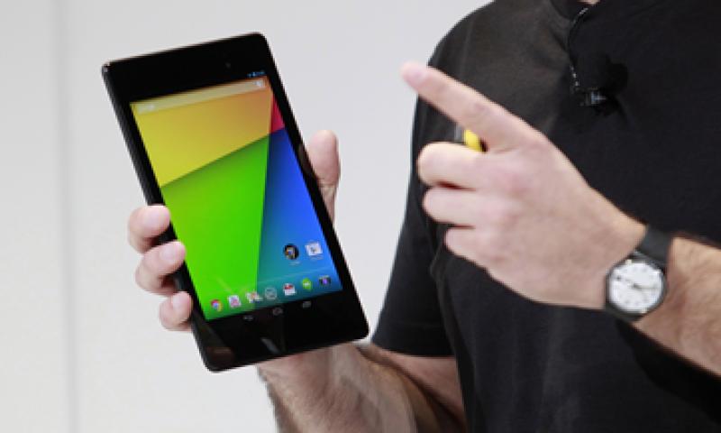 La nueva Nexus 7 tiene una cámara de cinco megapixeles y una pantalla de siete pulgadas de alta resolución. (Foto: Reuters)