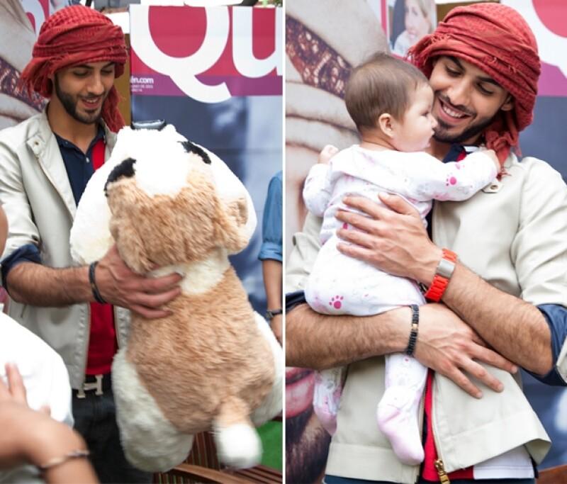 "Durante su gira de medios, este chico iraquí que saltó a la fama por ""ser demasiado guapo para Arabia Saudita"" se tomó varias horas para firmar autógrafos."