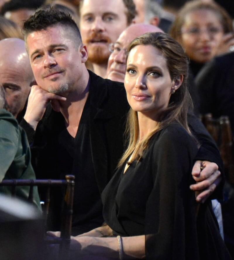 Angelina dijo a un medio lo feliz que estaba por el éxito de su prometido.