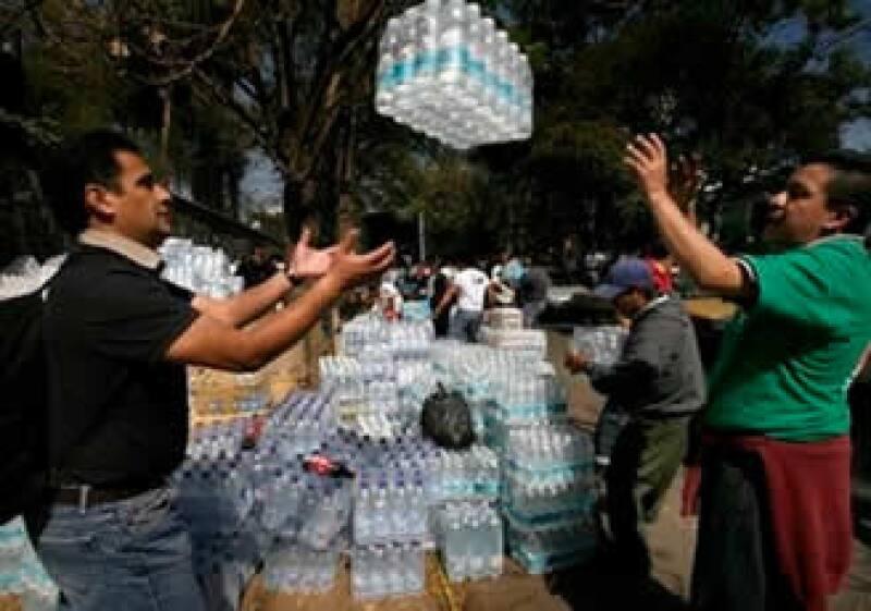 Agua embotellada y productos enlatados son necesarios para los haitianos. (Foto: Archivo)