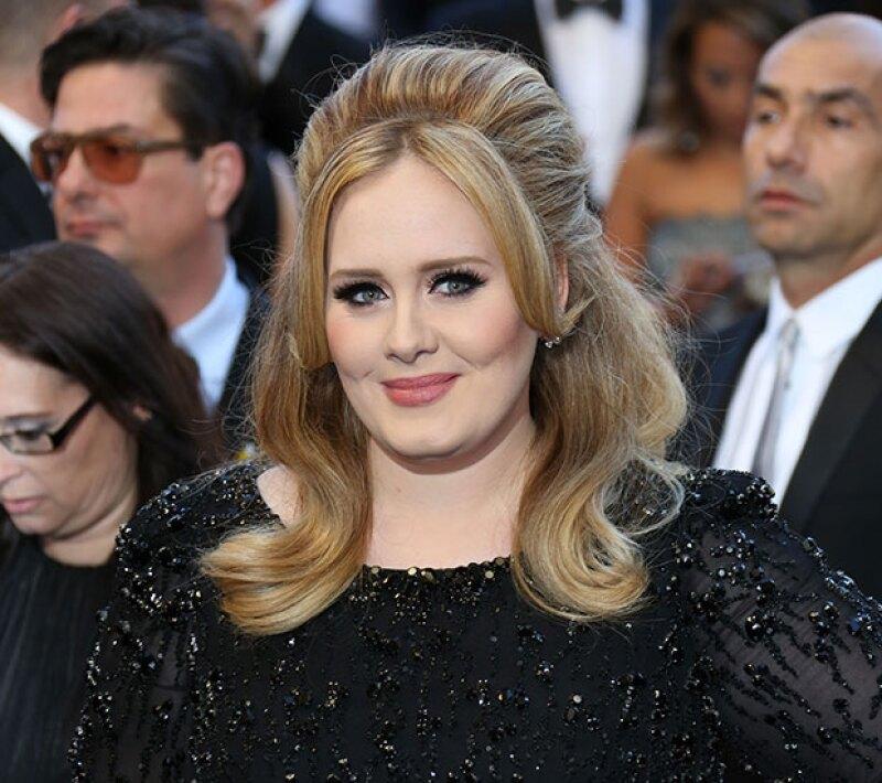 La cantante utilizó Twitter para poner fin a los rumores sobre su separación con el padre de su hijo, Simon Konecki.