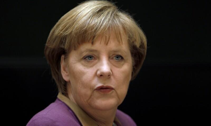 Merkel necesita el apoyo del SPD para sacar adelante su conjunto de medidas fiscales en el Parlamento. (Foto: AP)