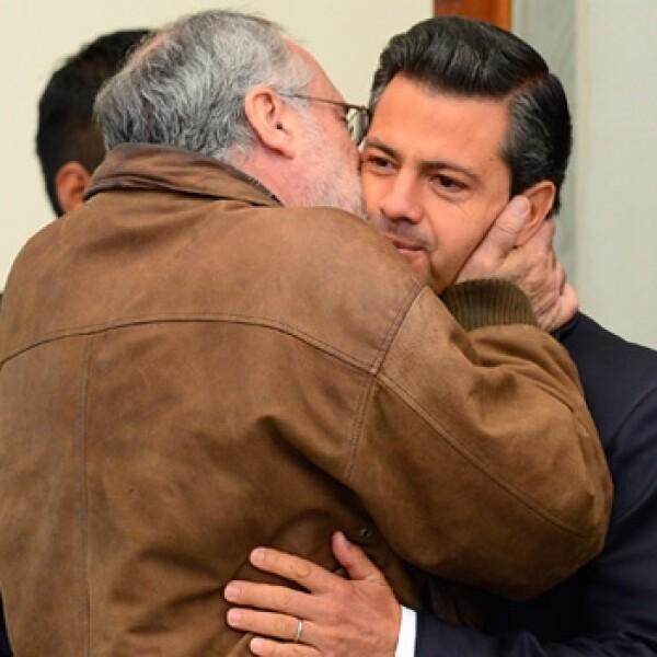 Peña Nieto-Sicilia abrazo