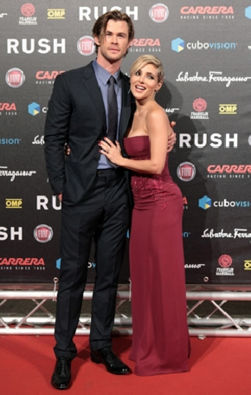 Chris Hemsworth y su esposa Elsa Pataky deleitaron con su presencia al público italiano en premiere de película.