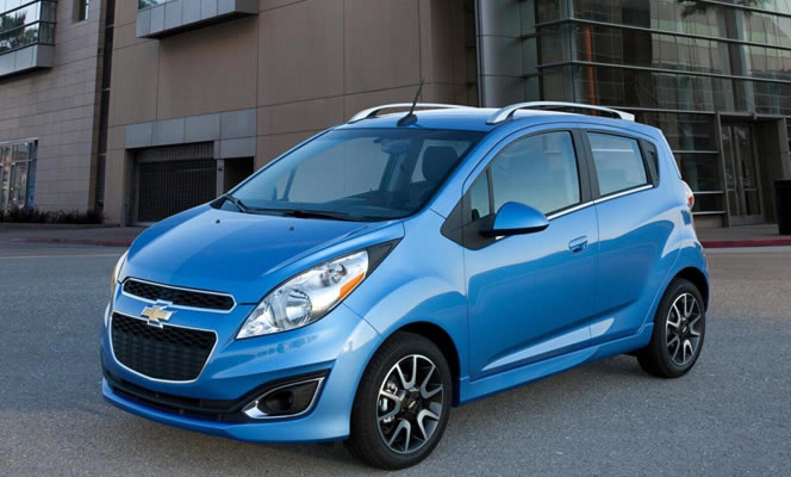 La ciudad de Los Ángeles es la sede del último autoshow del año, con presencia de más de 30 automotrices. Chevrolet presentó la nueva edición de su modelo subcompacto, con cambios en su diseño frontal.