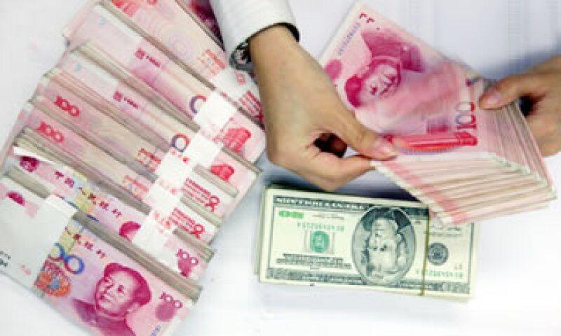 Los analistas están divididos sobre las razones que motivaron la devaluación. (Foto: Getty Images )