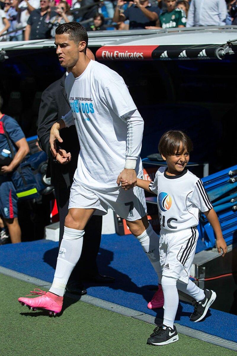 En su jersey mostró su apoyo por los refugiados.
