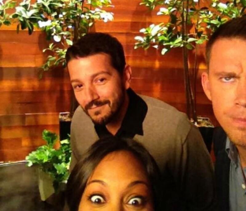Diego Luna con Channing Tatum y Zoe Saldaña en el show de Ellen.