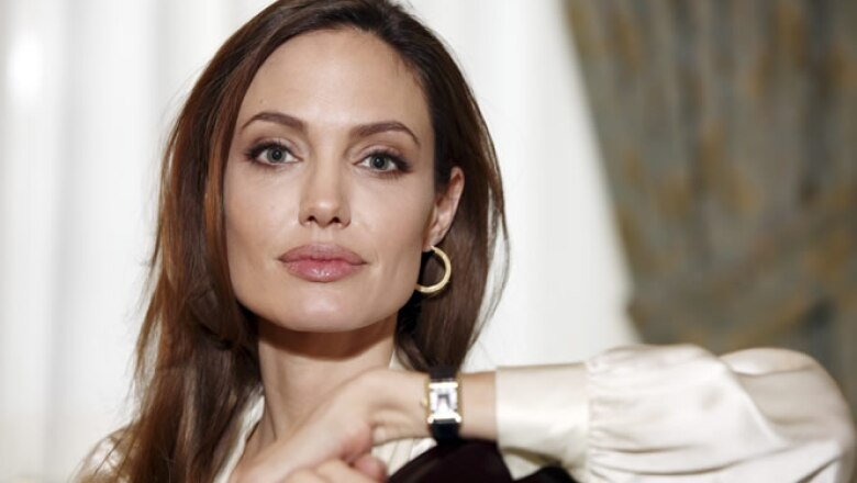 En 2011, Jolie debutó como directora de In the Land of Blood and Honey, una cinta sobre dos amantes en un campo de trabajo en la guerra de Bosnia.