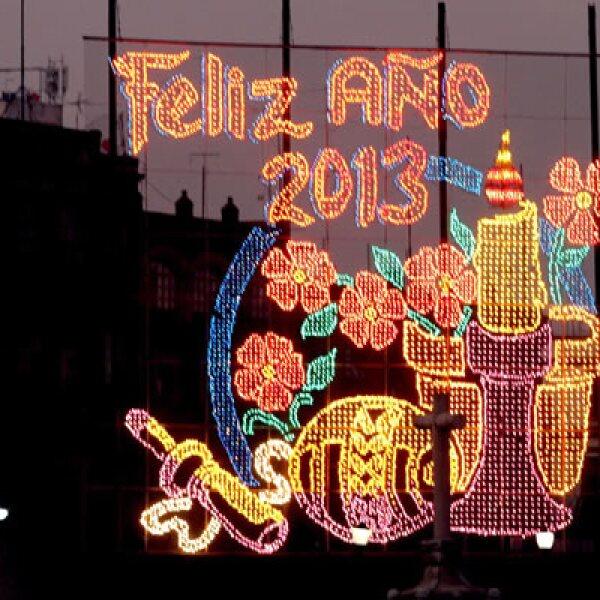 En México, el Zócalo de la capital ya está listo con su típica iluminación para recibir el nuevo año.