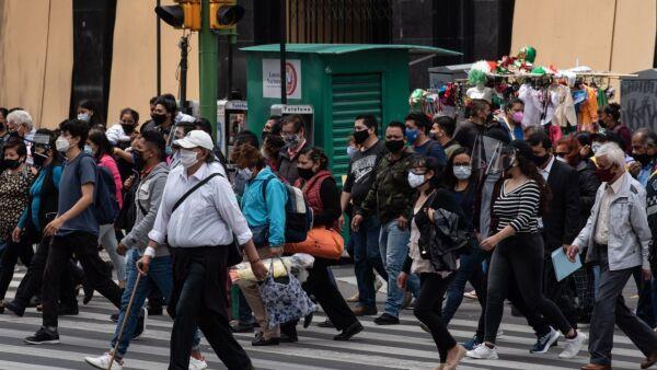 Continúan las aglomeraciones en las principales calles del centro histórico mientras el semáforo epidemiológico de la pandemia por covid-19 se mantiene en naranja.