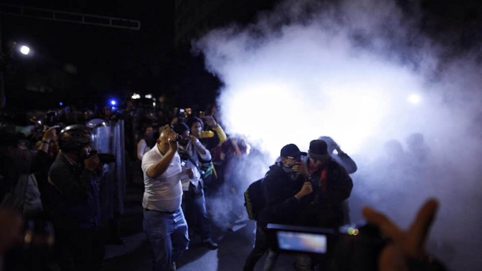 Un enfrentamiento entre algunos manifestantes con los policías del DF