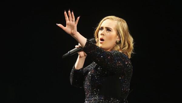 Con la firma de este contrato, la cantante británica se convertiría en la mujer mejor pagada de la industria musical.