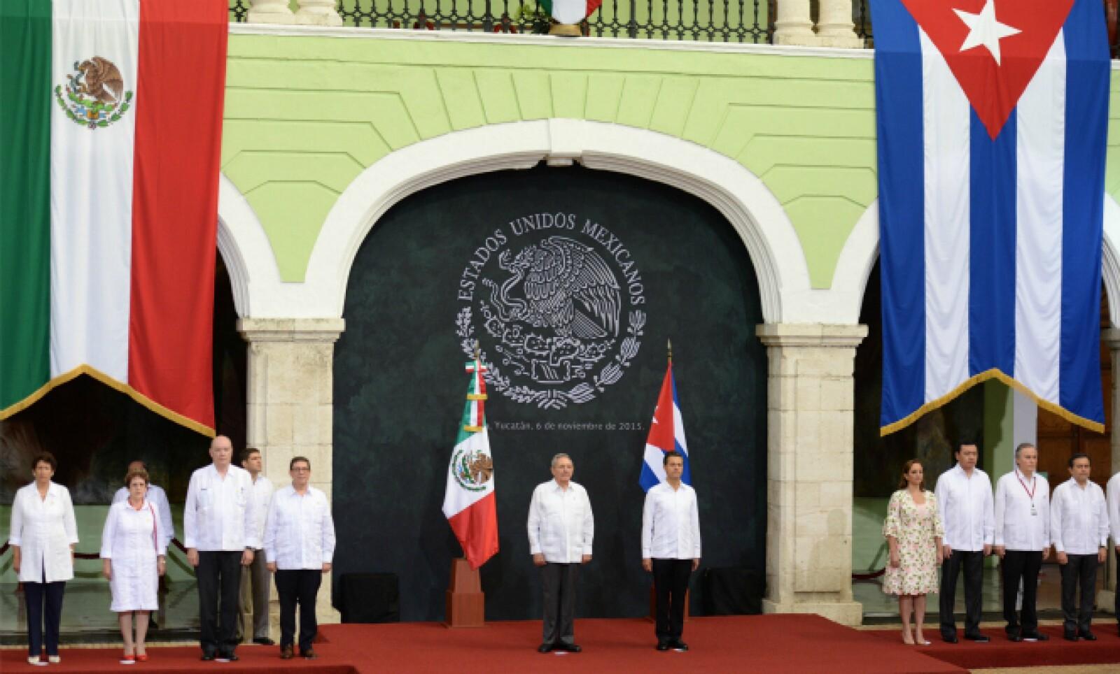 Durante el acto protocolario se cantaron los himnos de ambas naciones.