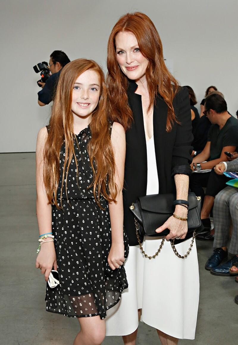 Julianne Moore y su hija son idénticas.