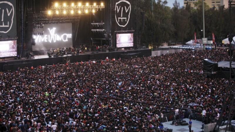 Un aspecto de la multitud que reunió el último día del Vive Latino 2013; este viernes arranca la edición 16 del festival musical