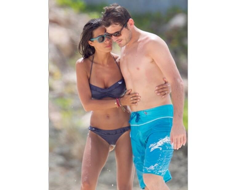 La periodista de deportes y el portero de la selección española gozaron de las Islas Vírgenes en el Caribe, donde presumieron su noviazgo de más de tres años... y sus figuras envidiables.