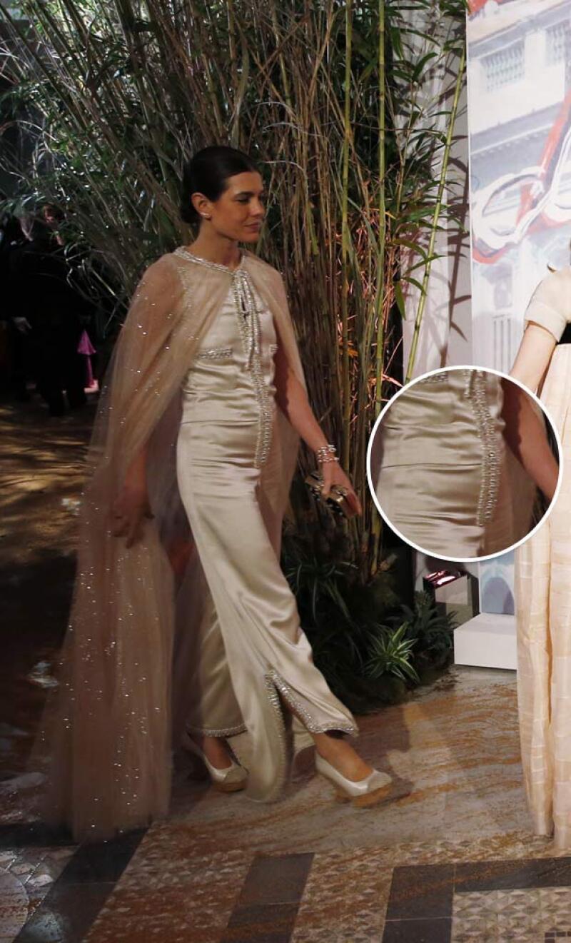 Más que llamar la atención por su outfit, Carlota Casiraghi denotó una pancita.