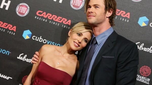 """En la presentación de la nueva película en la que actúa el guapo actor """"Rush"""", la pareja no paró de hacerse muestras de afecto que encantaron a los asistentes."""
