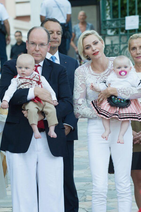 Pero la felicidad no le duró mucho tiempo, pues para el Pique Nique monegasco (evento tradicional de Mónaco), ella había vuelto a mostrarse triste y fría.