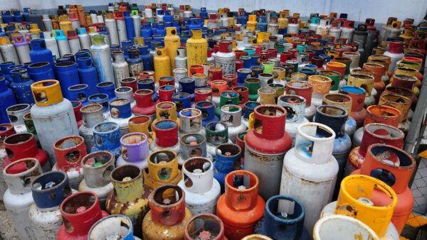 CIUDAD DE MÉXICO, 08SEPTIEMBRE2018.-  Cifras de la Comisión Reguladora  de Energía registro un incremento en el gas licuado de petroleo LP, que va de los 17.40 a 20.11 por kilogramo en la Ciudad de México, en otras entidades ha alcanzado el precio de 22.11 pesos por kilo. FOTO: DIEGO SIMÓN SÁNCHEZ /CUARTOSCURO.COM