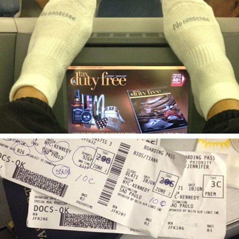 Compartió esta foto en la que a bordo presumía el boleto de avión que la llevaría directo a Brasil desde Nueva York.