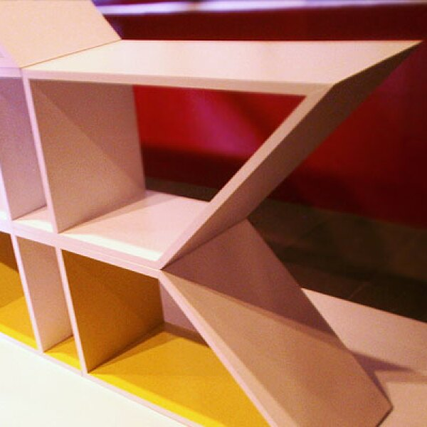 """2.Nuup, que significa """"acoplar"""" en lengua maya, es un elemento multifuncional, hecho con MDF, que se adapta a las necesidades del usuario y a la organización del espacio. Diseño: Karla Alicia González palacio."""