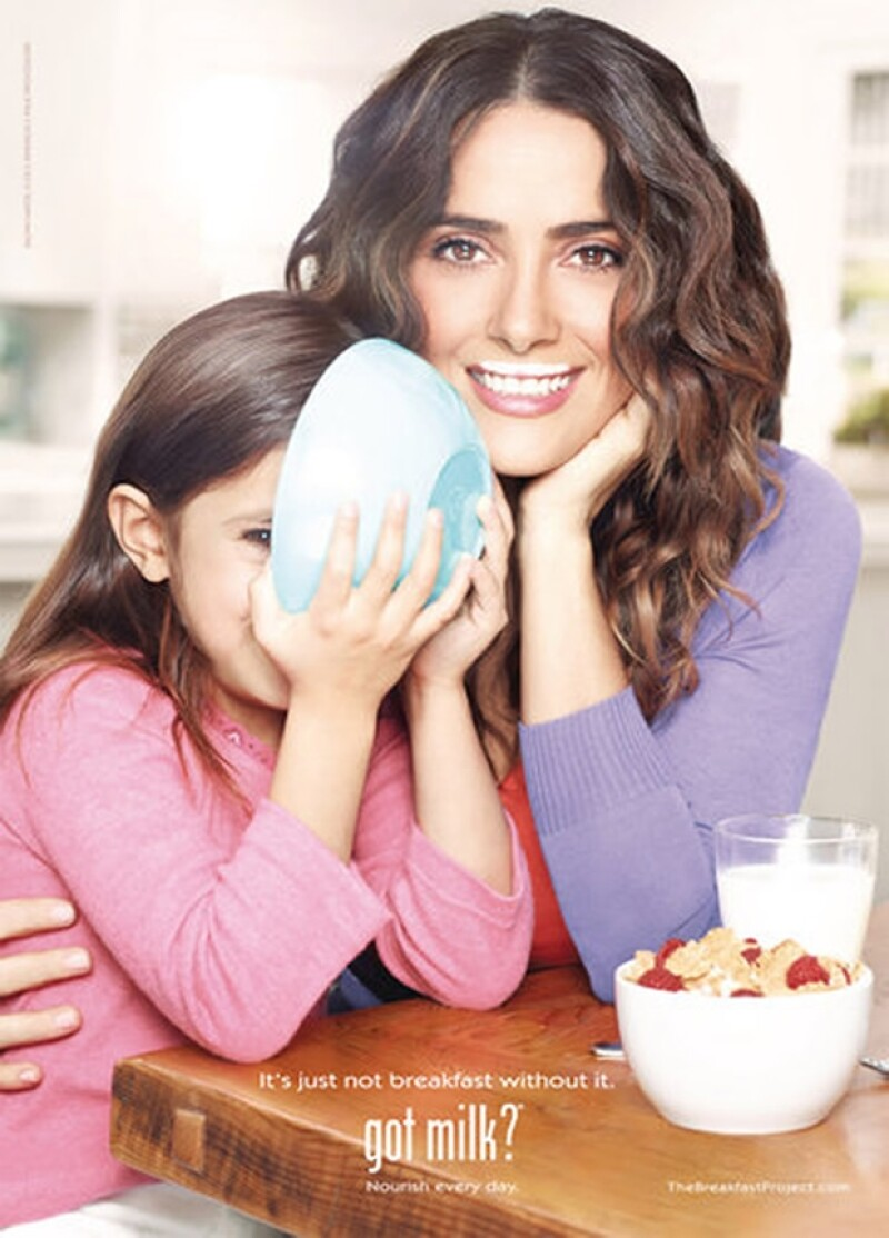 La cata de Valentina Paloma no se alcanza a ver pues la tapa el plato de cereal.