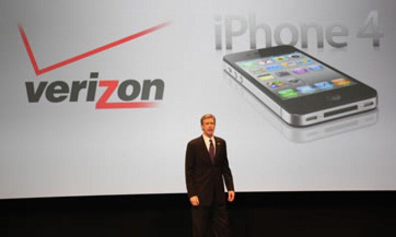 Fue la propia Apple la que dio a Android la oportunidad de llegar a un público masivo a través de otras operadoras de telefonía, principalmente Verizon. (Foto: AP)