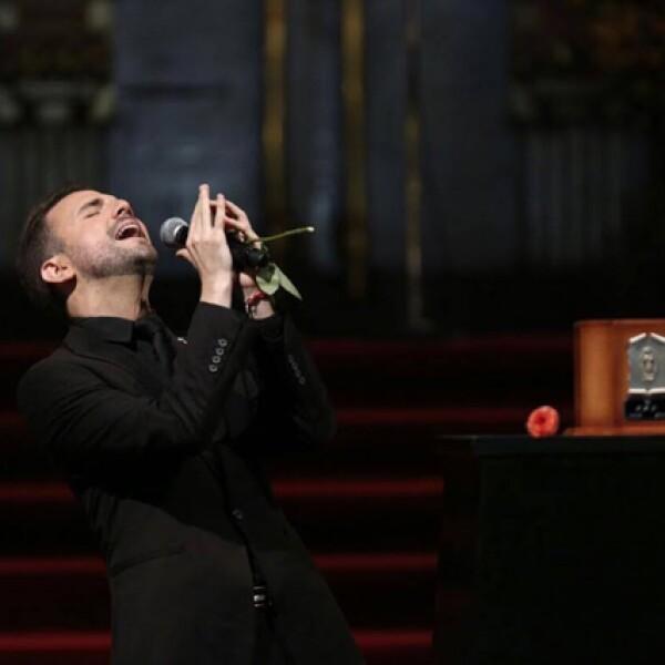 Jas Devael también cantó `Se me olvidó otra vez´.