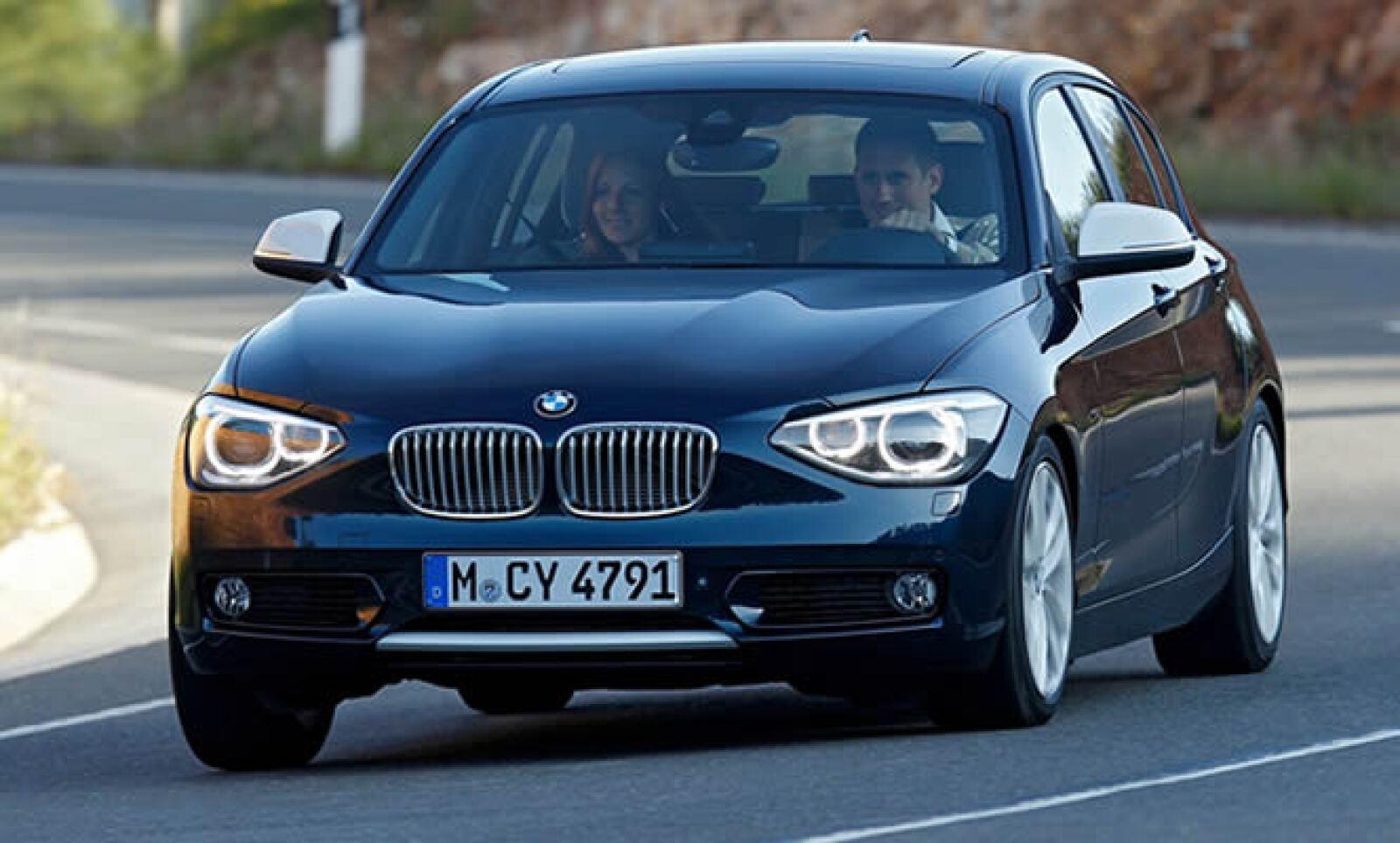 A diferencia de su antecesor, la carrocería del nuevo BMW Serie 1 es 85 milímetros más larga y la distancia entre ejes aumentó en 30 milímetros.