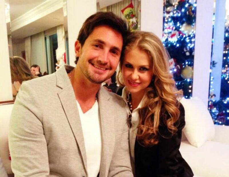 Ingrid Martz y el piloto Memo Téllez han disfrutado de dos años de mucho amor en su noviazgo.