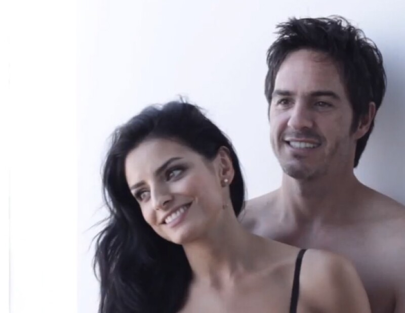 Mauricio Ochmann y Aislinn Derbez vivieron su 50 Shades of Grey al lado de Quién, en un photo shoot súper sexy que involucraba poca ropa y una cama.