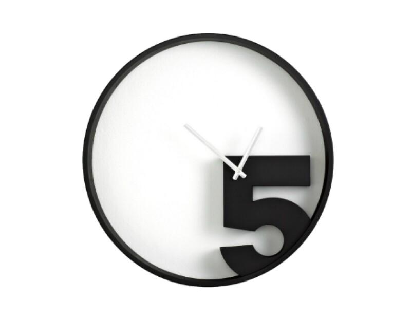 Reloj Umbra, Take 5 Wall, $2,086L; macys.com
