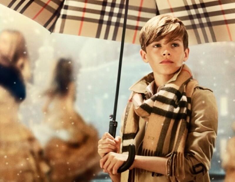 El segundo hijo de David y Victoria Beckham aumentó las ventas de Burberry en un 14%.
