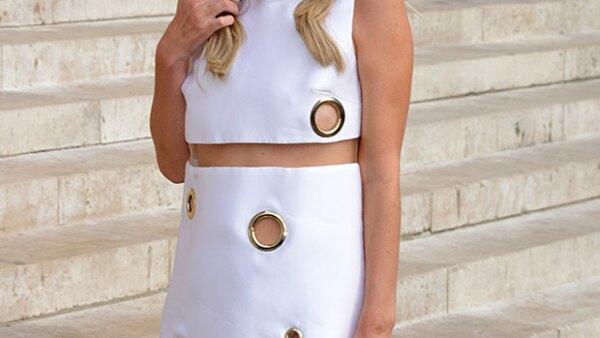 La bride to be mostró más de lo que debía en Paris Fashion Week, al subir unas escaleras con un vestido corto y muy revelador.