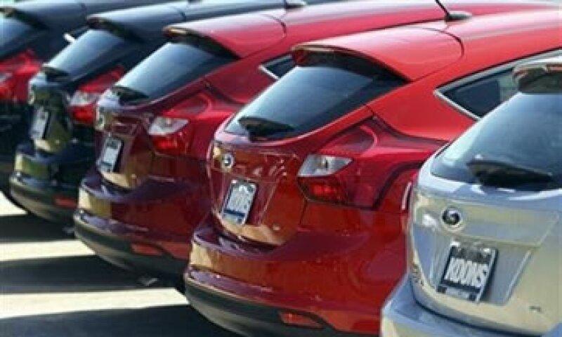 Los nuevos trabajadores se sumarán a los 8,100 empleados que Ford contrató en EU el año pasado. (Foto: Reuters)