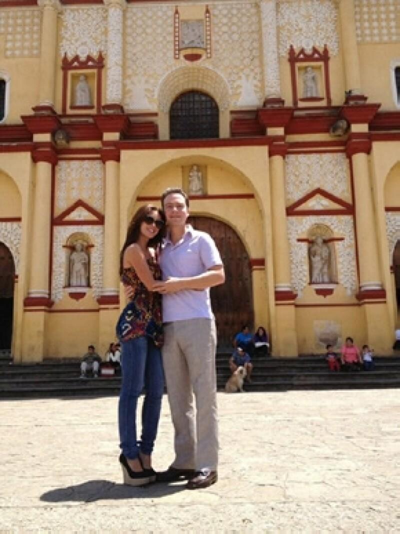 La cantante y el gobernador electo de Chiapas estuvieron hace unos días en San Cristóbal y compartieron fotos donde se ve la catedral como fondo.