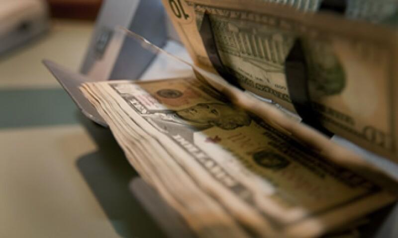 Banco Base estima que este lunes el tipo de cambio oscile entre 12.87 y 12.97 pesos por dólar.  (Foto: Getty Images)