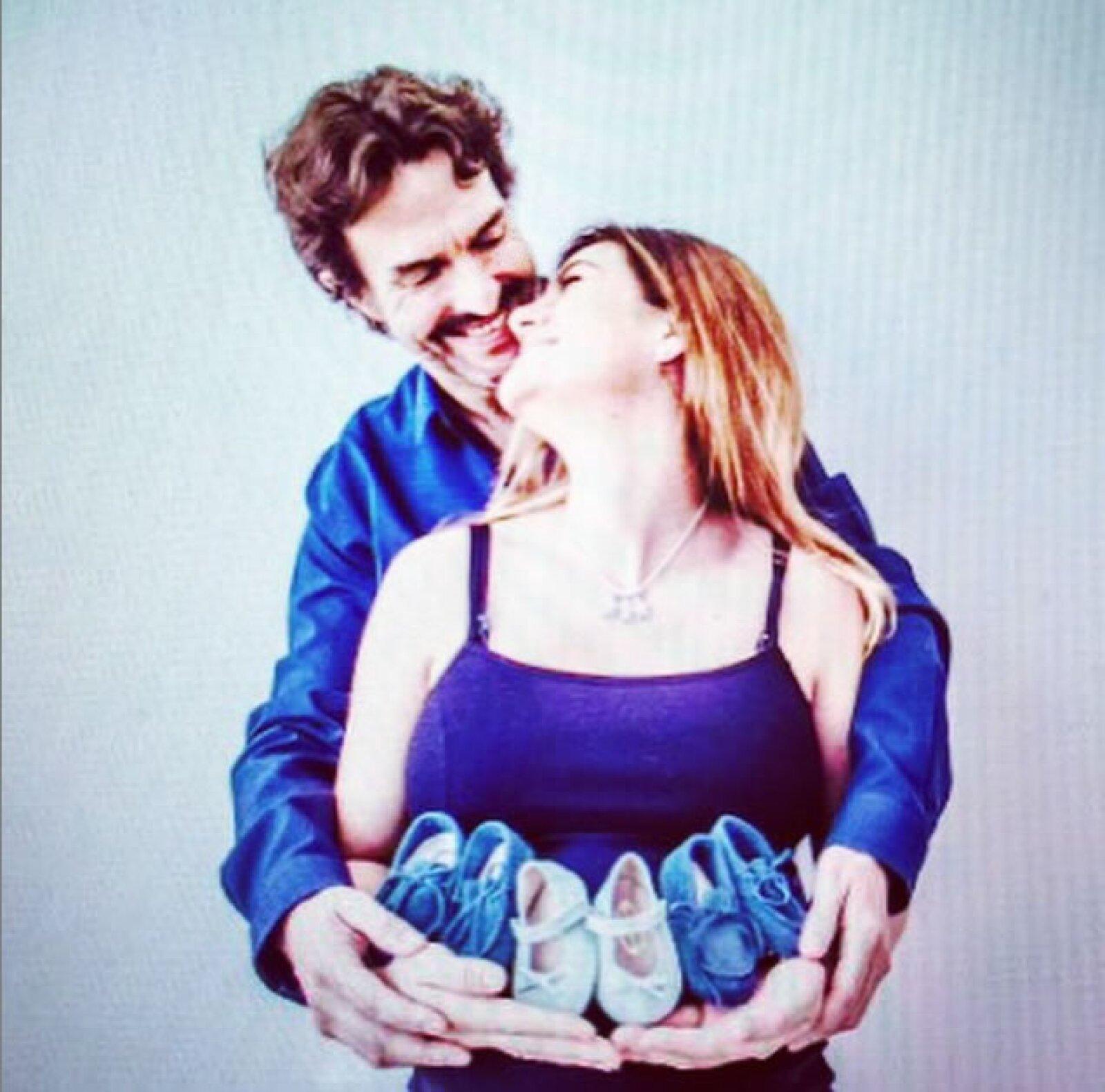 `Son la mejor aventura´, escribió la futura mamá junto a esta tierna foto con su esposo.