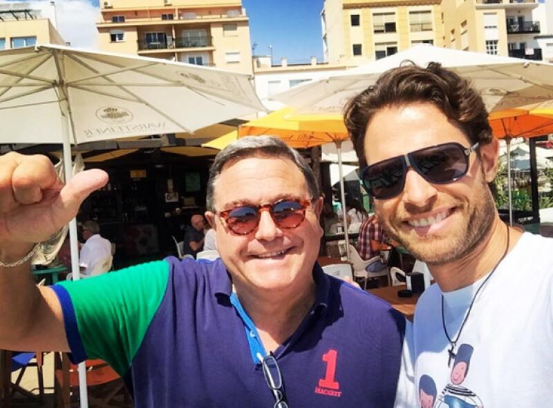 Sebastián Rulli se tomó una foto con su papá durante su visita a España.